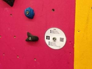 photo d'une étiquette affichée au pied des voies