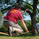 800px-Slackline_in_the_sun